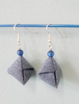 Origami-Diamanten aus Hemdenstoff